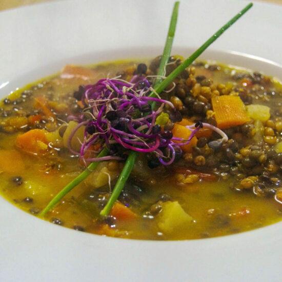 Potaje de granos germinados Alere Vital con lentejas y hortalizas con algas. Por Marga Barrero.